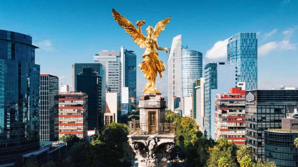 Vista aérea de la CDMX con el símbolo de la independencia