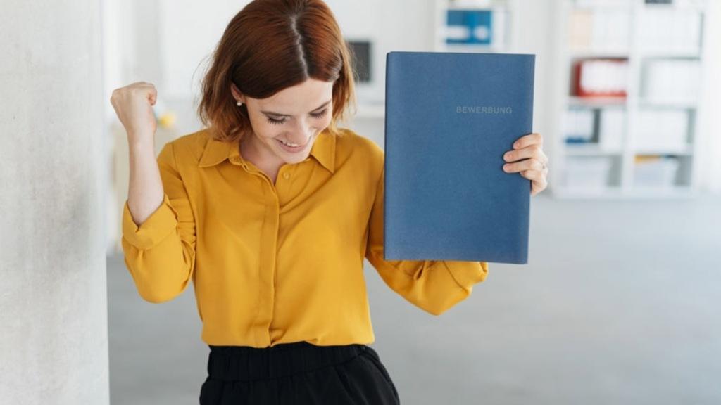 Mujer consiguiendo un empleo